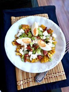 Saláta főtt kukoricával, szalonnával, feta sajttal   A tetovált lány konyhája Feta, Cobb Salad, Meal Prep, Bacon, Meals, Recipes, Meal, Recipies, Ripped Recipes