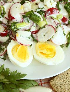 Reďkovkový šalát s vajcami a smotanou