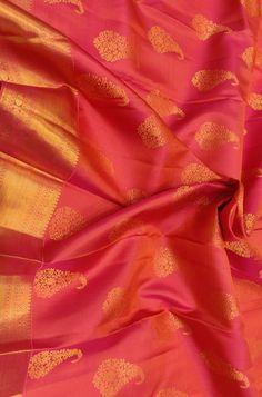 South Indian Bride Saree, Indian Bridal Sarees, Bridal Silk Saree, Silk Sarees With Price, Soft Silk Sarees, Pattu Saree Blouse Designs, Sari Blouse, Kanchipuram Saree Wedding, Red Saree Wedding