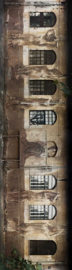 By Borondo. - By Borondo. By Borondo. Street Wall Art, Urban Street Art, Urban Art, Street Art Utopia, Street Art Graffiti, Installation Street Art, Arte Popular, People Art, Outdoor Art