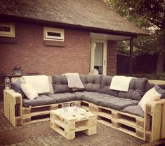 Pallet Outdoor Furniture Same has been done with this DIY pallet patio sofa so that you appreciate a magnificent, fashionable and cost-free sitting strategy for your fun outside places. Pallet Patio Furniture, Outdoor Furniture Plans, Pallet Couch, Crate Furniture, Reclaimed Wood Furniture, Home Furniture, Furniture Layout, Pallet Walls, Pallet Tv