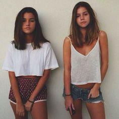 """2,602 curtidas, 57 comentários - O Elo Entre O Azul E O Amarelo (@clapivara) no Instagram: """"irmãzinha linda pena que é leonina com ascendente em áries"""""""