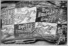 Detalle de uno de los cojines con que fue sepultado Alfonso X el Sabio  Detail of one of the cushions that was buried Alfonso X el Sabio