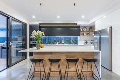 Enjoy the little things ❤️ There's a lot of joy in this kitchen by Promenade Homes—they've thought of everything down to the smallest detail. (Gotta love that glass window splashback 😉) #jasonwindows #perth #bunbury #homegoals #homedecor #decor #interiordesign #homeinspiration #homeinspo #kitcheninspo #woodfinish #splashback #modernkitchen #kitchendesign #chooseabuilder #wesbuilders