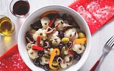 Insalata di rinforzo Black Eyed Peas, Fruit Salad, Salad Recipes, Oatmeal, Food And Drink, Eat, Cooking, Breakfast, Olive