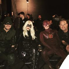 Cast of Arrow & The Flash take a break from superhero-ness. The Cw Shows, Dc Tv Shows, Arrow Cast, Arrow Tv, Supergirl Dc, Supergirl And Flash, Cw Crossover, Arrow Black Canary, Superman Lois