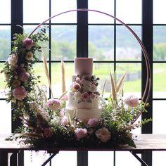 floral hoop wedding cake created by Leafy Couture Deco Wedding Cake, Wedding Cake Display, Floral Wedding Cakes, Wedding Cake Stands, Floral Cake, Wedding Cake Designs, Wedding Table, Diy Wedding, Dream Wedding