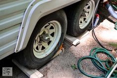 Tips for camping in a travel trailer - levelling tires