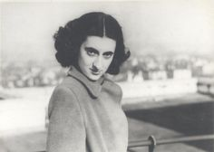 Indira Priyadarshini Nehru photograph taken by Feroze Gandhi London Rare Pictures, Historical Pictures, Rare Photos, History Of India, History Photos, Indira Ghandi, Old Film Stars, Calming Pictures, Independence Day Wallpaper