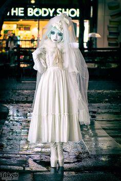 Minori   her webpage: http://minori.co/   video about her & the Shiro-Nuri / shironuri subculture: http://www.youtube.com/watch?v=Dwi5OhZJmFI   news article: http://www.ibtimes.co.uk/meet-minori-shironuri-fashionista-making-waves-streets-tokyo-1450199   22 February 2017   #Fashion #Harajuku (原宿) #Shibuya (渋谷) #Tokyo (東京) #Japan (日本)
