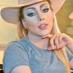 A Penelopy Jean é conhecida por ser sósia da Lady Gaga, e fica muito parecida mesmo!