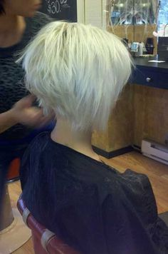 The graduated bob hairstyles are versatile. If you are bored your hair, ask your stylist graduated bob. Before check out this graduated bob haircut category. Short Graduated Bob, Graduated Bob Haircuts, 2015 Hairstyles, Short Hairstyles For Women, Cool Hairstyles, Hairstyle Ideas, Pixie Bob Hairstyles, Short Hair Cuts, Short Hair Styles