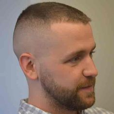 Wondering how it looks like wearing military high and tight haircut? Then you need to see the latest approved high and tight haircuts. Slick Hairstyles, Formal Hairstyles, Professional Hairstyles, Funky Hairstyles, Teen Boy Haircuts, Hot Haircuts, Beard Haircut, Fade Haircut, Marine Haircut