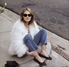 Camille Rowe Off Duty Street Style Inspiration Habit Vintage, Camille Rowe Style, Spring Look, Elements Of Style, Instagram Outfits, Parisian Chic, Parisian Street Style, Street Chic, Street Wear