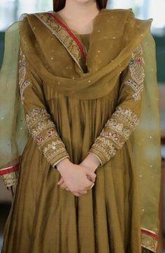 Pakistani Fashion Party Wear, Pakistani Wedding Outfits, Pakistani Bridal Wear, Indian Fashion Dresses, Dress Indian Style, Pakistani Dress Design, Indian Designer Outfits, Indian Outfits, Designer Dresses