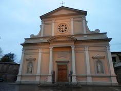 L'église paroissiale St-Pierre et St-Paul édifiée en 1727 (la façade a été réalisée au début du XIX s.)