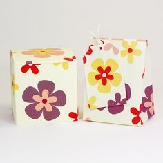 Free printable favor boxes with retro flowers