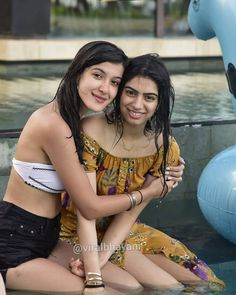 Khushi Kapoor And Shanaya Kapoor's Swimming Pool Pictures From Bali Vacation Bollywood Stars, Bollywood Fashion, Bollywood Celebrities, Bollywood Actress, Beautiful Bridal Makeup, Swimming Pool Pictures, Indian Bikini, Alia Bhatt, Business Outfits