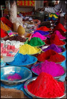 Vivid colors *to journey into this picture with beautiful pigments