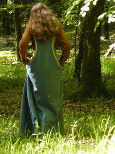Women's medieval costume made with a dress and a por FeeFilochee