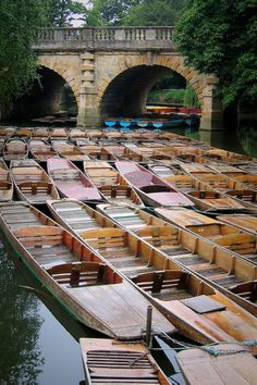 Robert Mealing ~ punts at Magdalen Bridge Oxford Oxford England, London England, Great Places, Beautiful Places, Places To Travel, Places To Go, Spiritus, English Countryside, What A Wonderful World