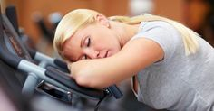Extreme tiredness — this is what fatigue feels like. In this day and age, fatigue is a commonplace. So many people have it due to the loads of work- and home Fitness Lady, Ser Fitness, Fitness Tips, Fitness Motivation, Health Fitness, Insomnia Remedies, Sleep Remedies, Home Remedies, Natural Remedies