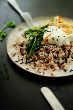 Wild rice with spinach, poached egg and kimchi