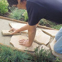 to Install a Flagstone Path Step-by-step: Flagstone path.want to do this at the end of my driveway up to the back gate.Step-by-step: Flagstone path.want to do this at the end of my driveway up to the back gate. Backyard Projects, Outdoor Projects, Garden Projects, Diy Projects, Lawn And Garden, Garden Paths, Dream Garden, Backyard Landscaping, Front Walkway Landscaping