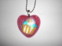 Glitter-Cupcake-Kette pink von Delirium's Realm auf DaWanda.com