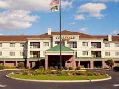 Columbus (IN) Courtyard By Marriott Columbus Hotel United States, North America Ideally located in the prime touristic area of Columbus, Courtyard By Marriott Columbus Hotel promises a relaxing and wonderful visit. The hotel offers a wide range of amenities and perks to ensure you have a great time. Service-minded staff will welcome and guide you at the Courtyard By Marriott Columbus Hotel. Each guestroom is elegantly furnished and equipped with handy amenities. The hotel offe...