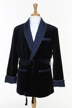 Mens Smoking Jacket is still in huge demand among those who feel status in smoking. They want to wear a distinct dress and this smoking jacket is the one. Here, you can read the useful tips for buying the smoking jacket for you.