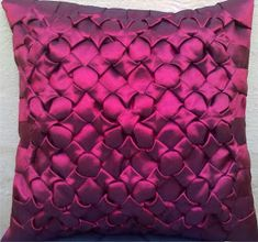 Jaqueline Alves: Almofadas em Capitonê Velvet Pillows, Throw Pillows, Fashion Vocabulary, Dress Neck Designs, Sewing For Beginners, Smocking, Cushions, Illustration, Pattern