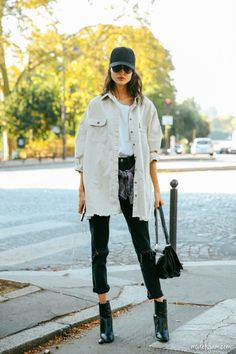 38 Fall Street Style that can Inspire Your Fashion This Year Frauen Casual Fashion Ideen Street Styles, Street Style Frauen Outfits minimal klassisch, Street Style edgy Casual Outfit Looks Street Style, Street Style Edgy, Street Style Summer, Street Style Women, Edgy Style, Grunge Style, Street Style 2017, Grunge Look, Autumn Street Style