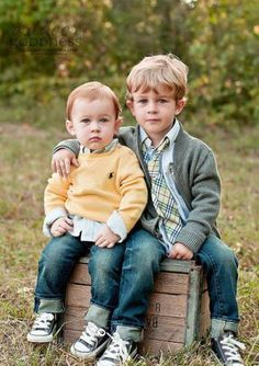 Children poses photography photographing kids tips 31 ideas Brother Pictures, Boy Pictures, Sibling Photography, Children Photography, Photography Ideas, Sibling Photos, Family Photos, Family Portraits, Kid Poses