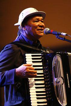 Dominguinhos se apresenta em show em homenagem a Luiz Gonzaga, que o consagrou…