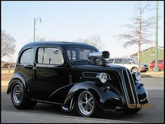 A true Old Skool Classic Ford. Vintage Cars, Antique Cars, Ford Anglia, Classic Hot Rod, Ford Classic Cars, Drag Cars, Rat Rods, Ford Motor Company, Street Rods