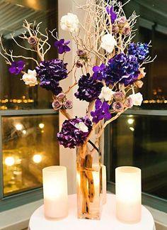 Arranjo com galhos e flores de papel