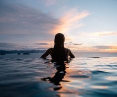 girl, summer, and sunset image Photo Summer, Summer Pictures, Beach Pictures, Summer Beach, Summer Vibes, Photography Pics, Foto Pose, Summertime, Surfing