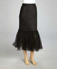 Speak chic in this signature skirt. The flared tulle hemline and slimming style lend fashion forward finishes to this unique piece.