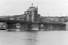 Recontruction of the Chain Bridge in 1948. The pulling back German forces ruined every bridge of Budapest in 1945.