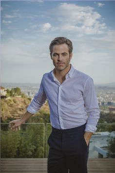 And now that Wonder Woman 2 is in production, Chris Pine has been seen on the set wearing a fanny pack. Check out the hottest images of Chris Pine From Wonder Woman 2 Movie that will make all girls go crazy for him: Teen Boy Fashion, Mens Fashion, Daily Fashion, Street Fashion, James Bond, Stylish Men, Men Casual, Greaser Hair, Handsome Male Models