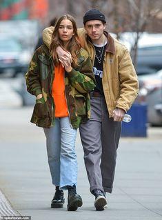 Brooklyn Beckham kisses girlfriend Hana Cross on New York stroll - Sweet: The budding photographer, lovingly wrapped his arm around the model, as they headed - Workwear Fashion, Streetwear Fashion, Mens Fashion, Fashion Outfits, Fashion Blogs, Girl Fashion, Fashion Trends, Photographer Outfit, Brooklyn Beckham