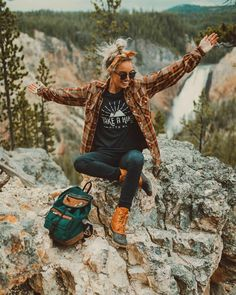 Hiking Outfit Women Picture love this girls style dreamingoutloud outdoor fashion Hiking Outfit Women. Here is Hiking Outfit Women Picture for you. Hiking Outfit Women stylish and comfortable hiking outfits for women the trend. Cute Hiking Outfit, Summer Hiking Outfit, Womens Hiking Outfits, Travel Outfits, Camping Outfits For Women Summer, Hiking Outfit For Women, Camping Clothes For Women, Hiking Boots Outfit, Trekking Outfit