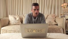 Videoclip: Robbie Williams – Losers  http://www.emonden.co/videoclip-robbie-williams-losers