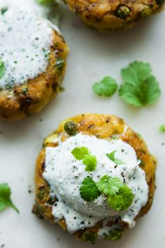 Potato chops with coconut sauce Diet Recipes, Vegetarian Recipes, Healthy Recipes, Vegan Burgers, Salmon Burgers, Clean Eating, Healthy Eating, Healthy Food, Coconut Sauce