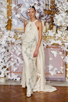 Alexis Mabille Parigi - Haute Couture Spring Summer 2014 - Shows - Vogue. Haute Couture Paris, Spring Couture, Couture Week, Haute Couture Fashion, Fashion Week Paris, Fashion Show, Fashion Design, Fashion Trends, Alexis Mabille