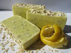 Sabó de civada i llimona, jabón de avena y limón, oatmeal and lemon soap