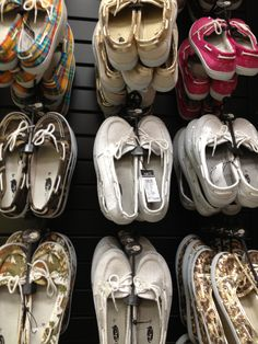 boat shoes - Love the leopard print & gold ones! Snow Boots, Ugg Boots, Cute Shoes, Me Too Shoes, Rue 21 Shoes, Uggs For Cheap, Devil Wears Prada, Flip Flop Shoes, Picture Link