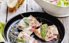Saltimbocca met een Italiaanse salade Weekly Menu Planning, Vinaigrette, Potato Salad, Pork, Potatoes, Chicken, Cooking, Ethnic Recipes, Salads