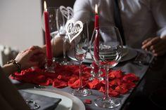 Cena Romántica en casa.Con este pack podrás decorar tu mesa y sorprender a tu pareja, crearéis vuestro pequeño gran momento - LOVERSpack #cenaromántica #decoraciónromántica #mesasrománticas #ideasaniversario #comosoprenderamipareja #lovers #ideasmesaromantica #valentineday #sanvalentin #cenasanvalentinencasa #regalosrománticos #cenaromanticaencasa #cenahotel #loverspack #cajasromanticas #cajasromanticasysensuales #romanticmoment #regalos